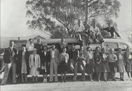 Coach party to Jenolan Caves photographed outside Hartley Courthouse